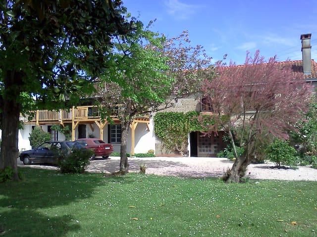 maison spacieuse dans un havre de paix - Caixon - Rumah