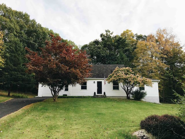 The Rhinebeck Homestead - 5 mins from Village
