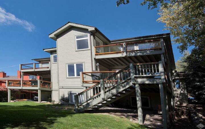 Updated - Beautiful Mountain Home in Vail Valley!