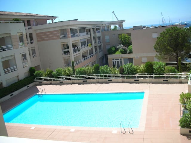 Apartment with swimming pool,