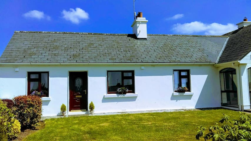 Charming cottage close to Galway City