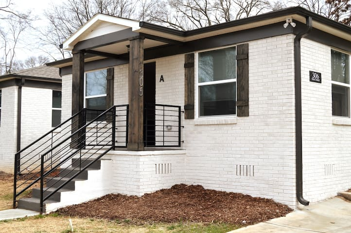 Free Standing Bungalow Close to Uptown!  (306 D)