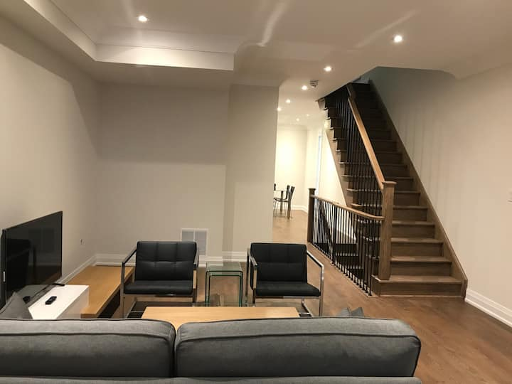 Luxury Spacious Townhouse Across Yorkdale Mall