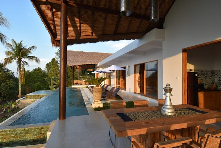 Bali Mimpi luxurious villa with great ocean views!