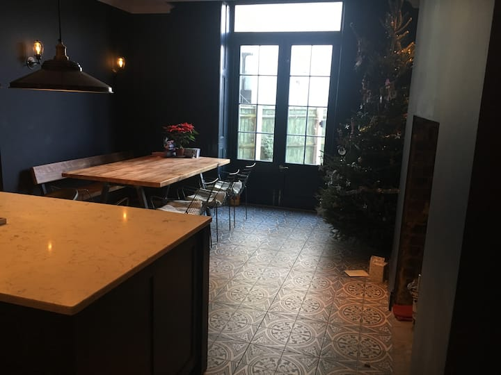 Large double room with sink in Montpellier