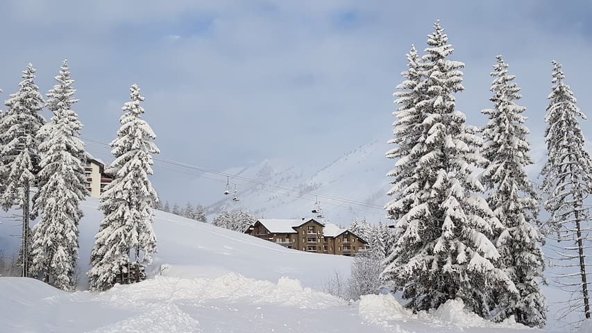 Spacious, confortable & on the slopes