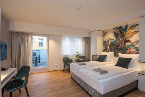 Deluxe Double Bedroom Apartment with Balcony