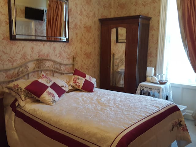 Single room with en-suite