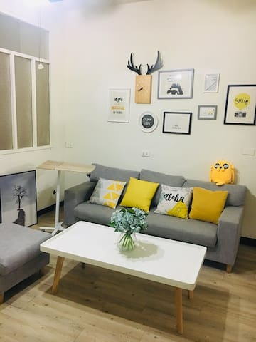Spacious Downtown Flat 1 min from Metro Station