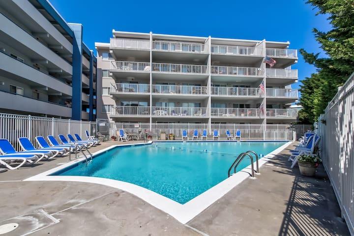 Elegant condo w/ private deck and seasonal pool/hot tub - walk to beach!
