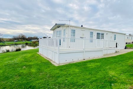 T6 Sand Le Mere holiday home next to fishing lake