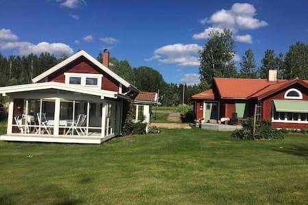 Sjönära läge, inglasad veranda, badplats, båt.