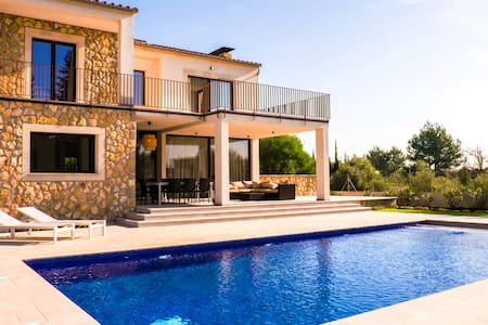 Bright new villa for 8_Pool,Garden,BBQ and Wifi - Sa Pobla