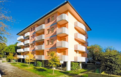 Apt for 4+2 persons with a/c in Bibione R53747