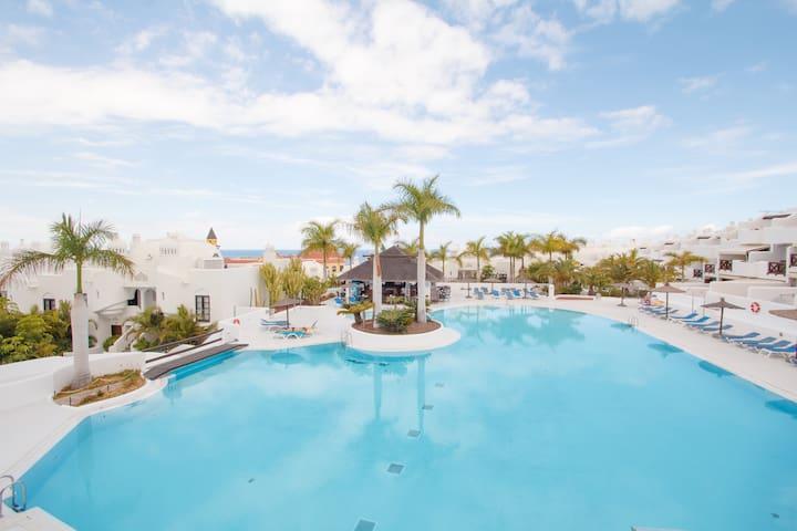 Best reviewed 3 BD, heated pool, ocean view, bar