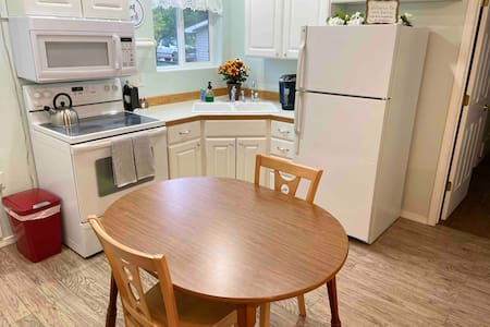 Twin Falls 1 Bedroom w/Full Kitchen-Laundry-Clean