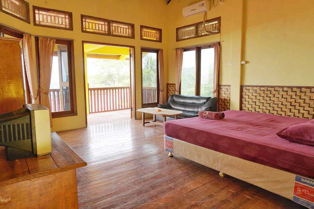 Deluxe Room with Balcony and Sea View