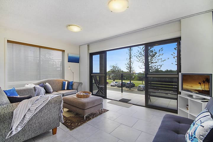 Bright and Breezy - Bilinga / North Kirra Beachfront - Pet Friendly - Min. 4 night stays!