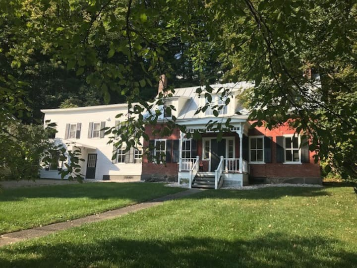 Woodstock Village Cottage