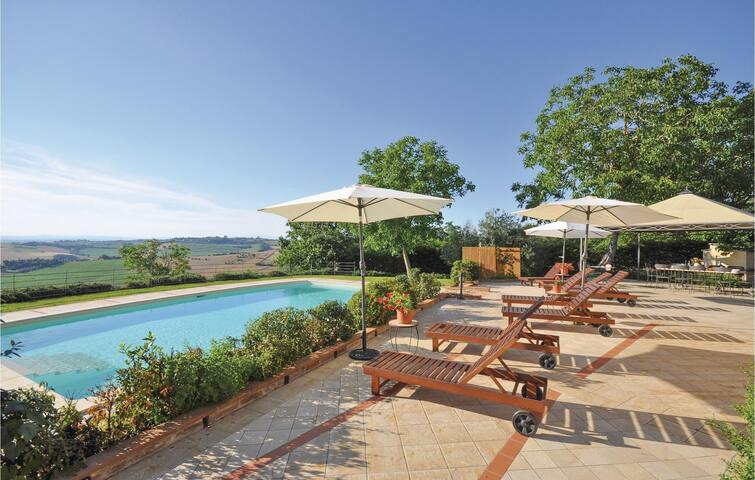 Holiday cottage with 6 bedrooms on 220 m² in Castiglione d.Lago PG