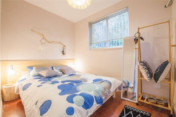 超柔软大床在属于自己的空间里享受生活