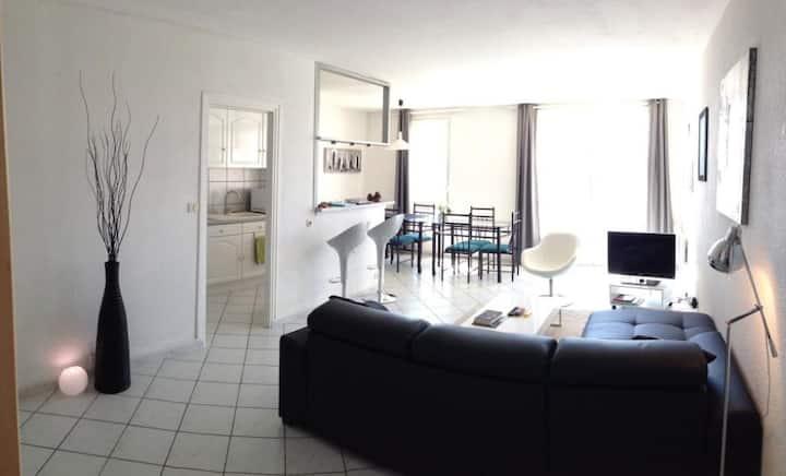 Moderne, spacieux, centre port Cap d'Agde, parking