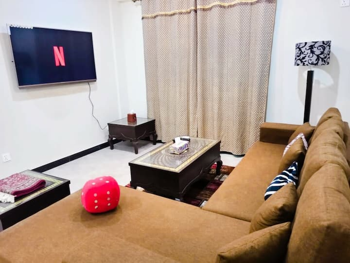 FAMILY Apt 2BHK Parking Netflix WiFi UhdTv Kitchen