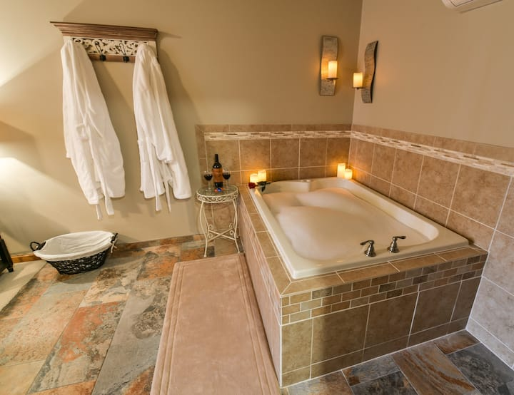 Romantic Vineyard B&B King Whirlpool &  Breakfast