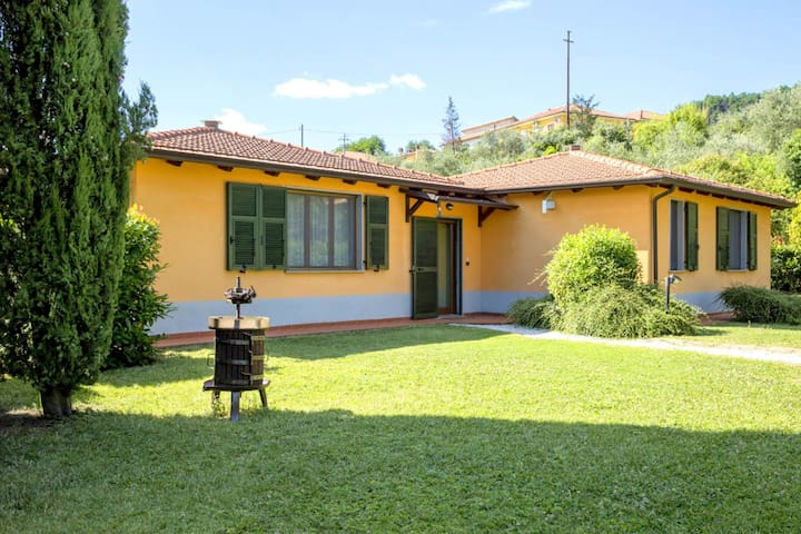 A small and charming residence nestled in the hills surrounding La Spezia