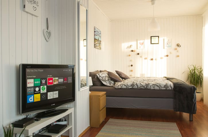 CozyHouseKeflavik perfect located free parking&wif