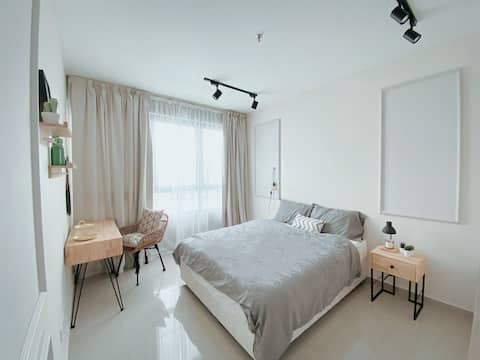 INStyle Cozy Home @ i-City〖 WiFi/Parking/TVBox 〗