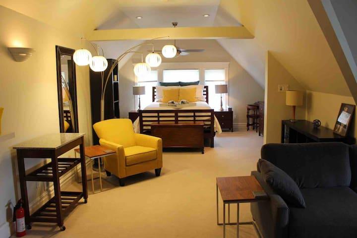 Welcome to Wortley Village's Luxurious Loft