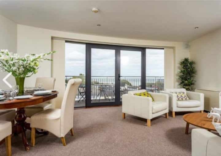 Apartment With Stunning Views In Courtown Harbour