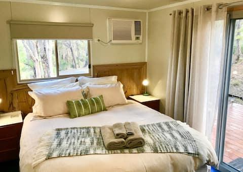 Omaroo Studio, King Bed, Quiet,Rural,Ocean Views