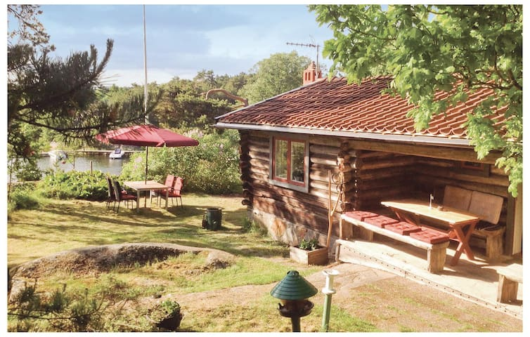 Holiday cottage with 2 bedrooms on 90m² in Djurhamn