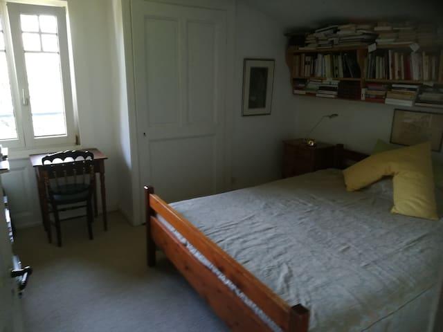 Chambre 3, double, dans chalet de charme et jardin