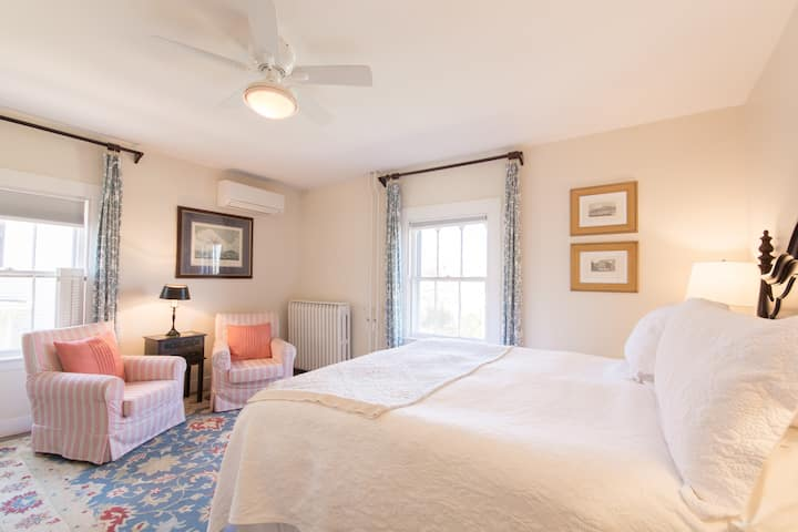 Newport Boutique Hotel King Bed w/ parking