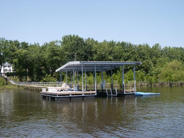 Kentucky Lake waterfront with pool