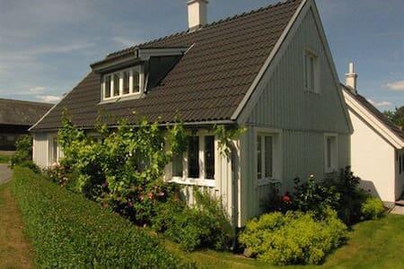 Charming house in genuine village - Simrishamn N