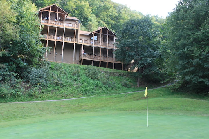 Large Mountain Condo in Gated Golf Resort