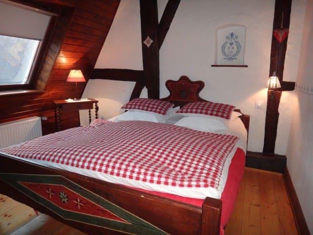 Chambre du Grenier Kientzheim Kaysersberg + p-dej - Kientzheim - Bed & Breakfast