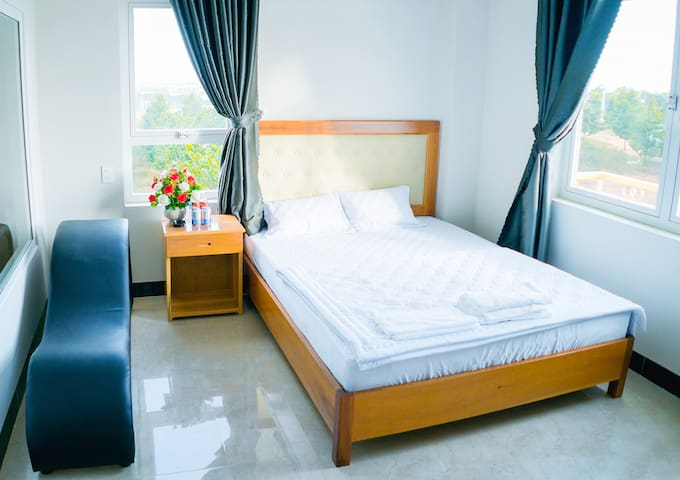 301 Deluxe room with 1 bed / downtown / mountain