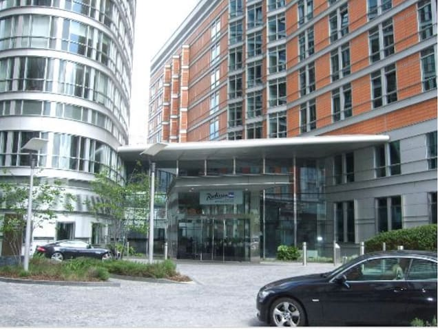 Luxury London Apartment.Minutes from Canary Wharf.