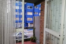 Habitación moderna, luminosa