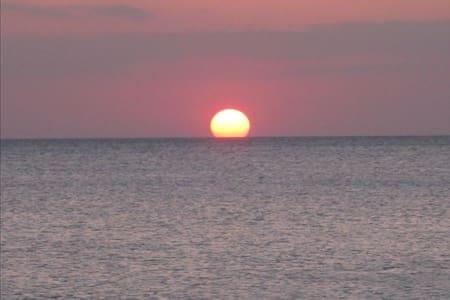 Grapefruit Getaway at the Beach - Nápoles