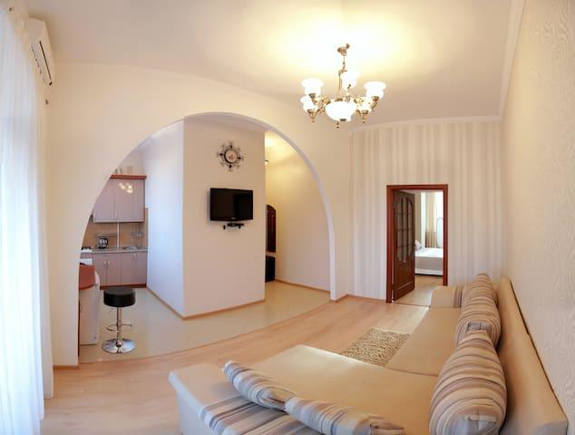 Beautiful Euro Apartment short term