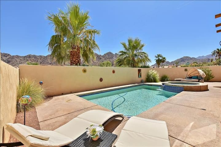 Desert boho chic w/ outstanding views and privacy!