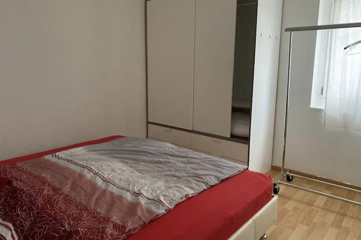 Zimmer mit Doppelbett am Bodensee