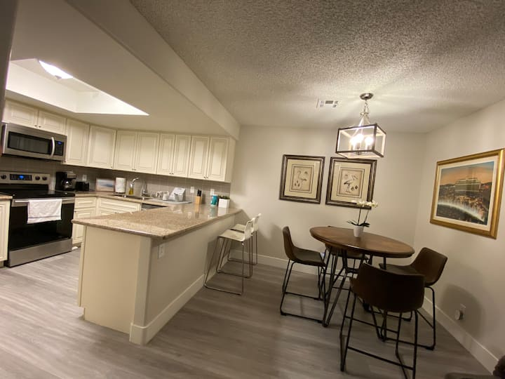 Cozy 2BR/2BA Condo 10 Mins. From Strip