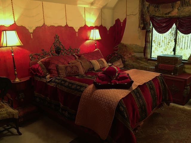 Enchanted Garden Bohemian Boudoir - Atascadero - Bed & Breakfast